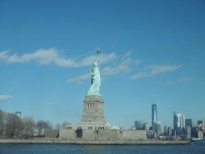 女神像とマンハッタン
